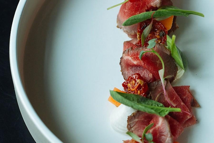 Мясо на гриле с овощами